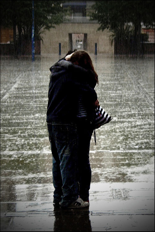 Объятия под дождем