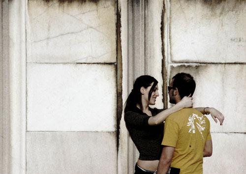 Городские объятья - картинки про любовь