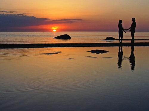 Двое и красивый закат - картинки про любовь