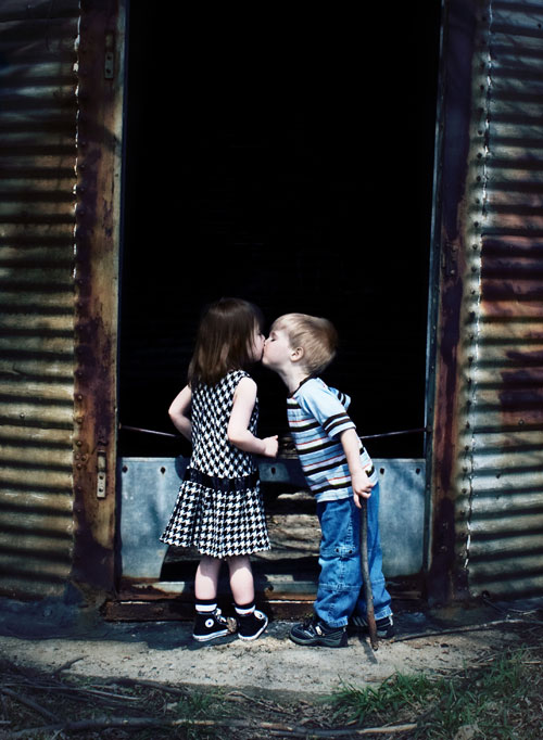Первый детский поцелуй - картинки про любовь
