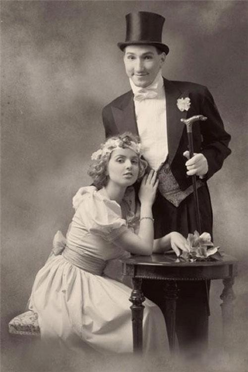Красивая пара на ретро фотографии