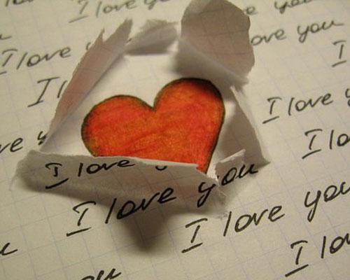 Нарисованное сердечко на тетрадном листе