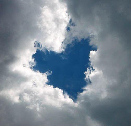 Словно сердце в облаках, в ясный день...