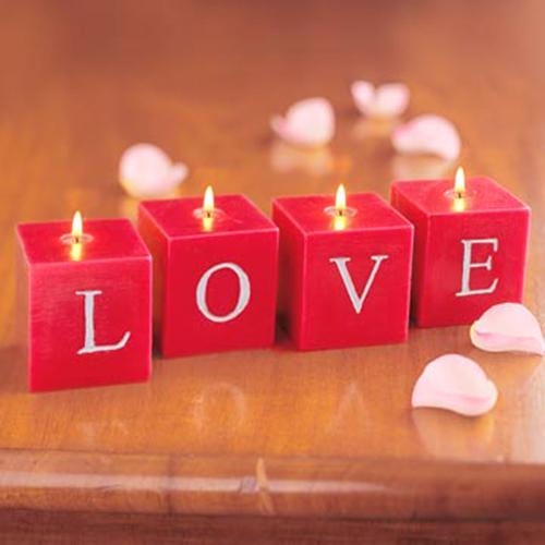 Красивое LOVE из квадратных свечей