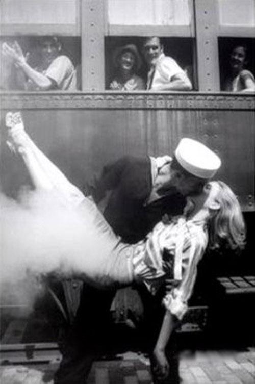 Бравый морской поцелуй - ретро фотография