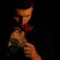 Гляжу с тоской на розы я и тернии