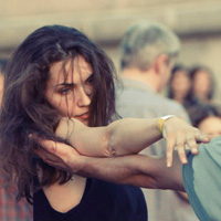 Должны ли быть зависимы женщины?