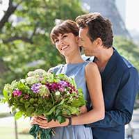 Дарите женщинам цветы — стихи