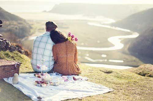 Романтический пикник над обрывом