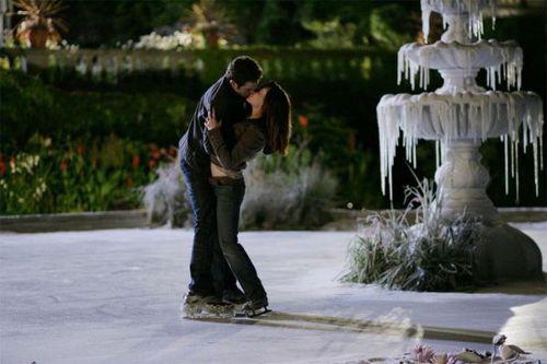 Поцелуй у замерзшего фонтана
