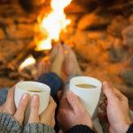 С кофе, лежа у камина, у влюбленных разговор