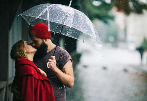 Дождливый поцелуй в красном