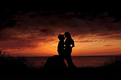 Влюбленные в бронзовом закате