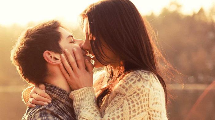 Поцелуй в лучах рассвета