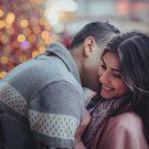 Вызывая влюбленную улыбку