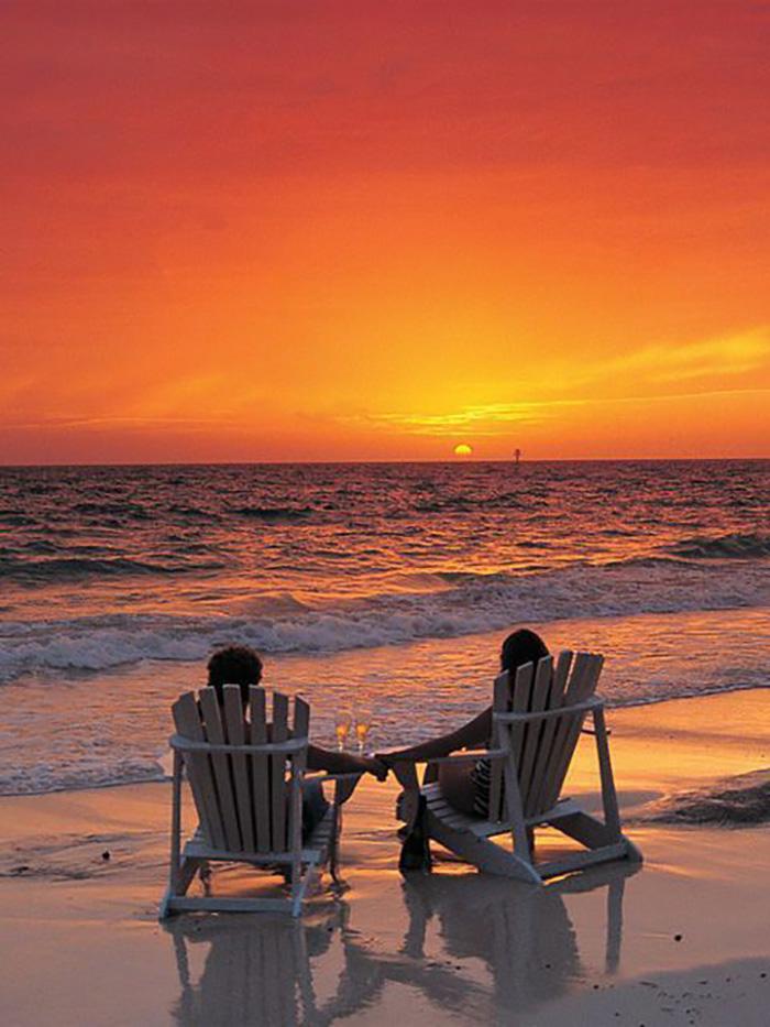 Море, закат и шампанское