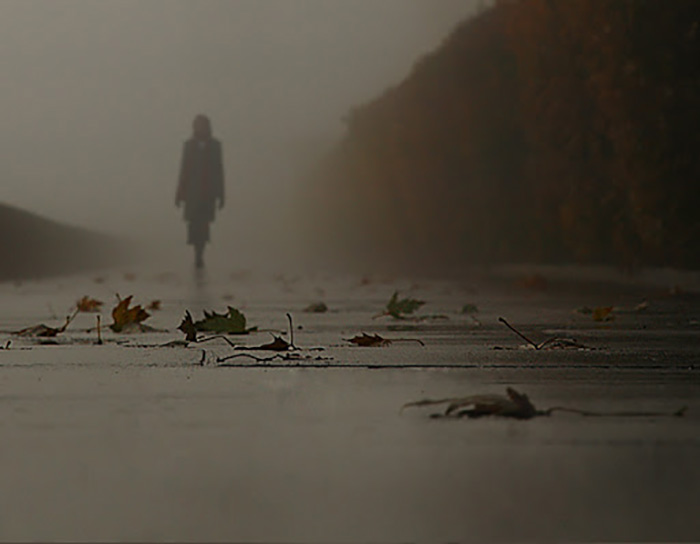 Одинокая фигура в тумане