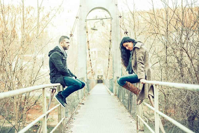 Сидящие на мосту